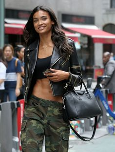 Aspiring Victoria's Secret Angels Flock to NYC with Bags from Gucci, Fendi & Chanel - PurseBlog Victorias Secret Models, Victoria Secret Fashion Show, Vs Fashion Shows, 99 Problems, Victoria Secret Angels, Going To The Gym, Indian Girls, Leather Fashion, Fendi