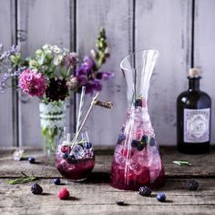 Rezept: Brombeer-Gin-Fizz mit Rosmarin & Wacholderbeeren | Le Creuset