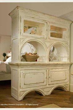 Cottage Décor ● Room Divider   (.....cr....ohhhhh!  such a nice piece)