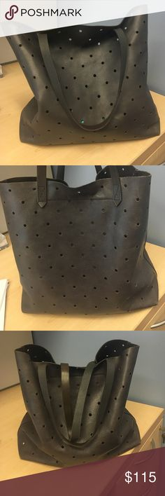 Madewell Transport Tote Madewell Transport Tote hole punch edition and navy color! Used but good condition with normal wear and leather is soft :) Madewell Bags