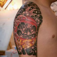 Daruma Doll Tattoo, Hannya Mask Tattoo, Dragon Tattoo Full Back, Full Back Tattoos, Geisha Tattoo Design, Cheyenne Hawk, Irezumi Tattoos, Geisha Tattoos, Japanese Tattoo Designs