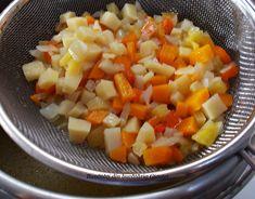 Supa de rosii cu taitei de casa - Bunătăți din bucătăria Gicuței Fruit Salad, Salsa, Pizza, Mexican, Ethnic Recipes, Food, Gravy, Salsa Music, Restaurant Salsa