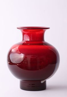 "Producent: Huta "" Barbara"" Polanica Zdrój. Projektant: Zbigniew Horbowy. ""Cyntia"" Rok 1977. Polska. Wys: 19 cm. Śr:14 cm. Interior Architecture, Interior Design, Ruby Red, Red Color, Raspberry, Glass Vase, Art Deco, Vintage, Life"
