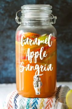 Apple Pie Drink, Apple Pie Sangria, Caramel Apple Sangria, Fall Sangria, Apple Wine, Sangria Cocktail, Cocktails, Alcohol Drink Recipes, Sangria Recipes