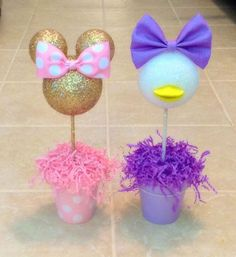 ****Special bundle pricing for 5 centerpieces!!! Click on link below- https://www.etsy.com/listing/385734740/special-bundle-pricing-for-five-5-pink **This listing is for one (1) Minnie Mouse inspired Centerpiece. There are 2 size options available- 10.5H x 3.5W or 14H x 4.5W. The Minnie