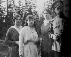 L-R: Grand Duchesses Maria, Anastasia and Olga with their father Tsar Nicholas II.