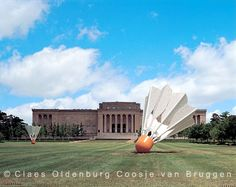 Shuttlecocks - Claes Oldenburg Coosje van Bruggen; Nelson-Atkins Museum of Art; Kansas City - Love the shuttlecocks and the sculpture garden!