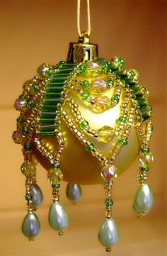 how to make a beaded Christmas bauble