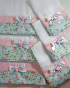 45 Ideas For Patchwork Quilt Knitted Pro - Diy Crafts - maallure Baby Sewing Projects, Sewing Crafts, Patchwork Quilt, Baby Sheets, Diy Bebe, Baby Kit, Baby Burp Cloths, Baby Swaddle, Embroidery Designs