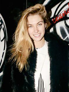 Jessica Hart's Messy Swoop // #hair #blonde