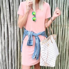 This peach @ilycouture swing dress made for the perfect travel #ootd So excited to spend the next few days at @krugernationalpark  #bringontheanimals #southafrica #travelstyle #weekend #styleinspo