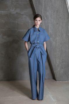 Vika Gazinskaya Fall 2017 Ready-to-Wear Collection Photos - Vogue Fashion Mode, Denim Fashion, Fashion 2017, Love Fashion, Fashion Show, Fashion Outfits, Fashion Design, Fall Fashion, Fashion Trends