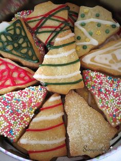 Galletas de azúcar (Sin huevo) - Eggless sugar cookies Christmas Treats, Christmas Cookies, Christmas Ornaments, Biscuits, New Year's Cake, Lollipop Candy, Candy Cookies, Coconut Rum, Sin Gluten