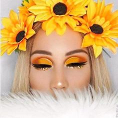 Classic fall makeup tutorial in neutral colors - Style O Check Informations About Klassische Herbst Make-up-Tutorial in neutrale. makeup makeup art eyeshadow for beginners ideas looks organization products tips tutorial videos makeup makeup makeup Make Up Geek, Eye Make Up, Fall Makeup Looks, Creative Makeup Looks, Halloween Clown, Halloween Makeup, Cute Makeup, Makeup Art, Perfect Makeup