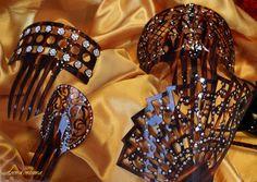 Um pouco de Espanha: Peinetas são pentes de adorno das bailarinas espanholas.cabelo