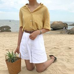 Are you wearing long shorts this summer? shorts Surprising Trend Alert: Long Shorts & How to Wear Them - Crossroads Informations About Are you wearing long shorts this summer? Looks Street Style, Looks Style, My Style, Look Fashion, Korean Fashion, Fashion Outfits, Fashion Clothes, Short Outfits, Cute Outfits