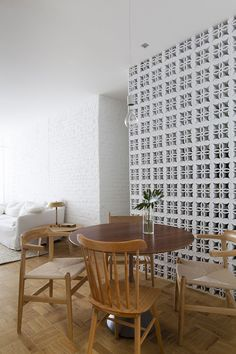 Ap Cobogó by Alan Chu. Ap Cobogó is a beautiful apartment with simplicity located in São Paulo Brazil designed by Brazilian architect Alan Chu. Home Design, Interior Design, Breeze Block Wall, Apartment Renovation, Mid Century Modern Design, Home And Living, Interior Architecture, Sweet Home, Loft