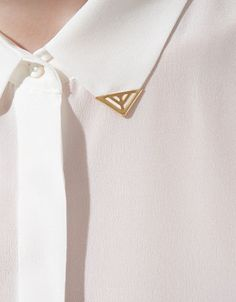 Shirt with applique on collar from Zara Fashion Mode, Love Fashion, Fashion Outfits, Collar Tips, Zara Shirt, Collar Shirts, Women Accessories, Clothes For Women, My Style