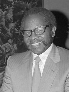 Oliver Tambo - Wikipedia Short Hair Twist Styles, African National Congress, Metro Police, Alexandra Park, The Soloist, Political Prisoners, Civil Disobedience, African Nations, History Online