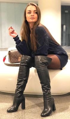 Black Leather Mini Skirt, High Leather Boots, Thigh High Boots Heels, Knee Boots, Mode Blake Lively, Sexy Stiefel, Vintage Boots, Sexy Boots, Fashion Boots
