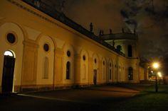 Hochzeitslocation geheimnisvoll - die Orangerie Kassel bei Nacht