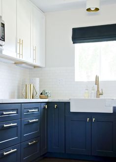 Nice 85 Rustic Farmhouse Kitchen Cabinets Makeover Ideas https://homstuff.com/2018/02/01/85-rustic-farmhouse-kitchen-cabinets-makeover-ideas/ #kitchenmakeovers