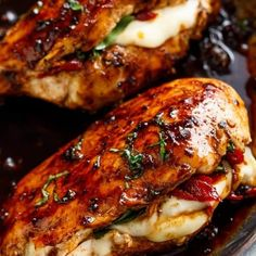 Chicken breast has never been so juicy and moist than with this Caprese Stuffed Balsamic Chicken recipe! This is where two chicken recipes . Balsamic Chicken Recipes, Salmon Recipes, Seafood Recipes, Poulet Caprese, Bruschetta Chicken, Chicken Asparagus, Lemon Chicken, Garlic Shrimp, Chicken Salad