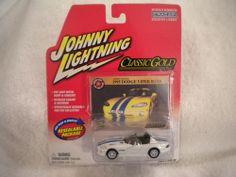 Johnny Lightning White Lightnings - Classic Gold - 1995 Dodge Viper RE/10