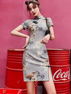 Shop Gray Floral Modern Cheongsam Qi Pao Dress at imallure.com. A wide collection of high quality qipao & cheongsam in various style. New arrivals daily. FREE INTERNATIONAL SHIPPING. Cheongsam Modern, China Fashion, Japan Fashion, Cheongsam Dress, Pose, Traditional Dresses, Fashion Outfits, Chinese Dresses, Ulzzang Makeup