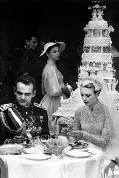 The Bride: Grace Kelly, then a Oscar-winning American actress. The Groom: Prince Rainier III, the sovereign of Monaco, who met Grace Kelly during Prince Rainier, Royal Brides, Royal Weddings, Classic Weddings, Romantic Weddings, Unique Weddings, Charlotte Casiraghi, Star Hollywood, Princesa Grace Kelly