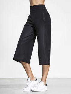 The perfect combination of active performance and fashion forward design, the Masami Pants are a culotte style bottom with an exaggerated silhouette that always stands out from the crowd. The sleek waist line, side pockets and calf-length cut are easily d