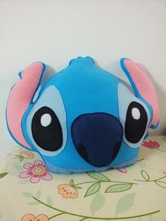 Disney Stitch, Arts And Crafts, Diy Crafts, Animal Pillows, Emoji, Knit Crochet, Knitting, Toys, Cute