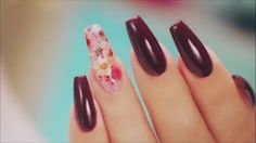 Dried flowers encapsulated acrylic nails