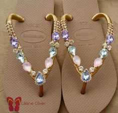Bling Sandals, Sparkly Sandals, Pretty Shoes, Cute Shoes, Flip Flop Art, Designer Flip Flops, Crochet Flip Flops, Decorating Flip Flops, Shabby Chic Art