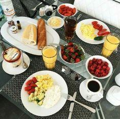 Hora do café, snack recipes, healthy recipes, healthy snacks, aesthetic foo Healthy Desayunos, Healthy Snacks, Healthy Recipes, I Love Food, Good Food, Yummy Food, Aesthetic Food, Food Cravings, Cooking Recipes