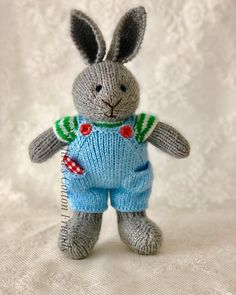 36 ideas knitting crochet toys little cotton rabbits Knitted Bunnies, Knitted Animals, Knitted Dolls, Crochet Dolls Free Patterns, Crochet Toys, Knitting Patterns, Knitting Projects, Crochet Projects, Little Cotton Rabbits