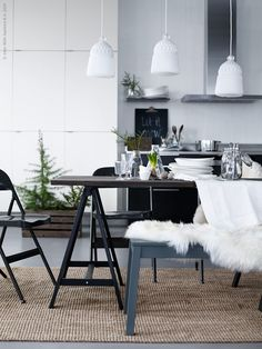 Styling by Pella Hedeby, photo by Sara Danielsson for IKEA Livet Hemma Dining Room Design, Dining Area, Kitchen Dining, Kitchen Floor, Modern Furniture, Home Furniture, Furniture Projects, Rustic Furniture, Furniture Outlet