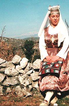 Ženske narodne nošnje iz gornjih Poljica, srednja Dalmacija / Female traditional costumes from the upper Poljica region, Central Dalmatia