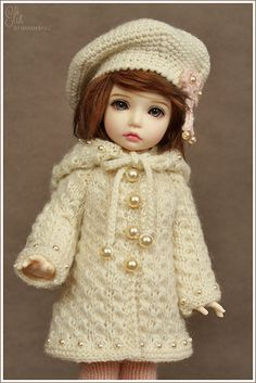 orgu-oyuncak-bebek-elbiseleri- – Harika Hobi Sitesi See other ideas and pictures from the category menu…. Crochet Doll Clothes, Knitted Dolls, Crochet Dolls, Pretty Dolls, Beautiful Dolls, Girl Dolls, Barbie Dolls, Bjd Dolls, Cute Baby Dolls