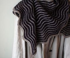 Ravelry: gussie's 3/4 hap shawl in Isager yarn