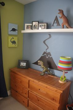 Fun dinosaur decor in a big boy room from @homeworksetc!