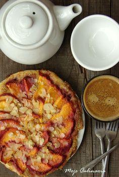 Tarta z brzoskwiniami i kremem migdałowym na cieście francuskim | Moje Qulinaria Hawaiian Pizza, Sweet Tooth, Fruit, Food, Pies, Essen, Meals, Yemek, Eten