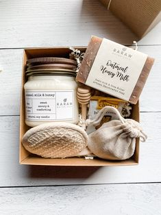 Gift Boxes For Women, Gift Sets For Her, Gift Ideas For Women, Gift Baskets For Women, Thank You Gift Baskets, Cool Gifts For Women, Creation Bougie, Rustic Mason Jars, Kraft Gift Boxes