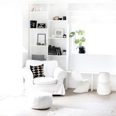 white and bright Black And White Interior, White Interior Design, Residential Interior Design, Interior Styling, Minimalist Home Decor, Minimalist Interior, Monochromatic Decor, Rustic Apartment, Sofa Styling