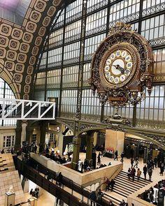 """Nastasia Michailou 🌗 on Instagram: """"PARIS 💛"""" Big Ben, France, Paris, Building, Pictures, Travel, Instagram, Photos, Montmartre Paris"""