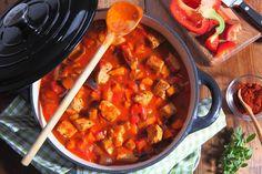 Einfaches, schnell gemachtes Gulasch: http://eatsmarter.de/rezepte/gulasch-23