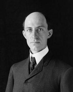 """* Wilbur Wright * 1905. (* Milville, 16/Abril/1867 - Dayton, 30/Maio/1912). Inventor e Pioneiro da Aviação. Foi um dos famosos """"Irmãos Wright"""", os Pais da Aviação."""