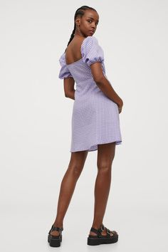 Kleid mit Puffärmeln - Helllila/Gingham-Karo - Ladies | H&M DE H M Outfits, Neue Trends, Empire, Cold Shoulder Dress, Dresses, Fashion, Lilac, Fashion Styles, Full Skirts