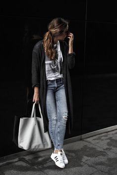 #casual #look #jeans #tshirt #jumper #zara #mango #pull&bear #zalando #white #grey #blue   more: guesswhat.pl/fashion-vibes/jeans-season/