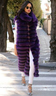 Nadire Atas on Luxury Fur Coats Sleeveless fur Fox Fur Coat, Shearling Coat, Fur Coats, Fur Fashion, Winter Fashion, Womens Fashion, Fabulous Furs, Sweater Coats, Fur Jacket